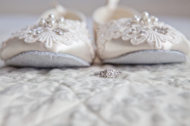 Beautiful bridal flats, perfect for a romantic vintage wedding.  From bubmelbreeblog and photoes from Melinda Lara Photography